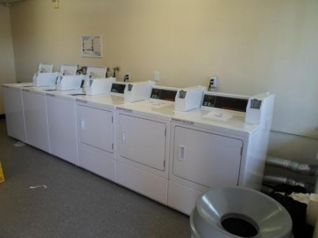 Welcome To EZ 8 Motel Newark California - Guest Laundry