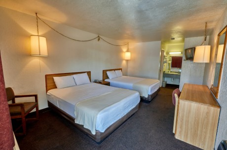 Welcome To EZ 8 Motel Newark California - 2 Queen Beds