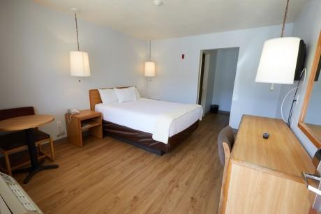 Welcome To EZ 8 Motel Newark California - Accessible Queen Room