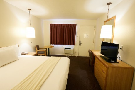 Welcome To EZ 8 Motel Newark California - Queen Room